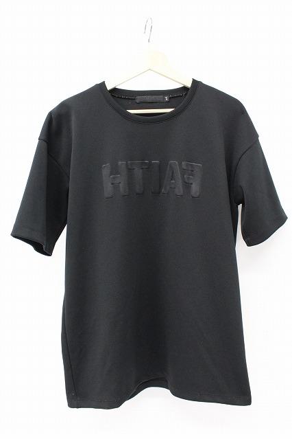 FUGA Tシャツ.Quintet エンボス加工メッセージロゴ半袖Tee