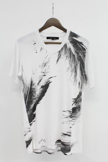 Black by VANQUISH Tシャツ.ビッグフェザーロングレングスVネック