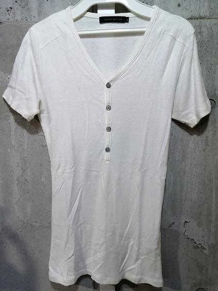 GOSTAR DE FUGA Tシャツ.ヘンリーネック